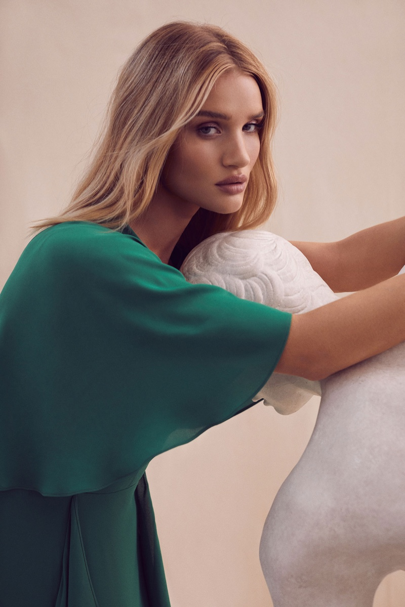 An image from the BCBGMAXAZRIA spring 2019 advertising campaign
